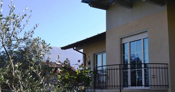Seiten-Balkon OG